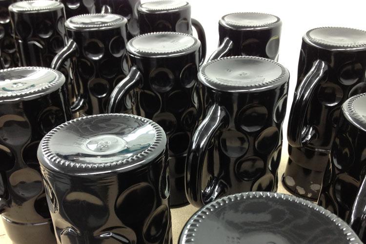 Glaslackierung Bierkrug schwarz